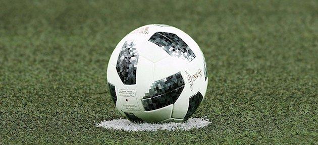 Ball auf Rasen - eSport Fussball
