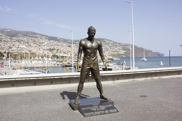Bronze Statue vom Fussballer Cristiano Ronaldo