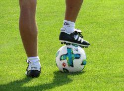 Fussballspieler mit Ball